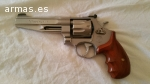 Revolver Smith & Wesson performance center.